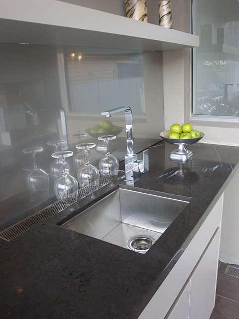 k04-luxe-linear-drain-kitchen