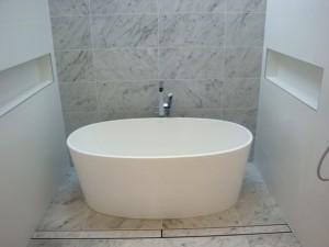 Luxe tile insert linear drain white porcelain tub